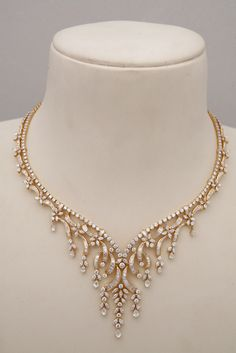>>>Cheap Sale OFF! >>>Visit>> Indian Jewellery and Clothing: Diamond necklace collection from Tibarumals gems and jewellers. Diamond Necklace Set, Diamond Jewelry, Gold Jewelry, Jewelry Necklaces, Diamond Choker, Circle Necklace, Diamond Rings, Indian Wedding Jewelry, Indian Jewelry