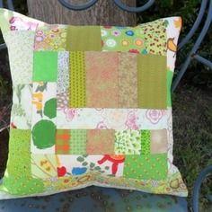 Housse de coussin patchwork tout en vert, printanier