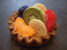 Felt Play Food Pattern - Fruit Salad and Fresh Fruit Tart PDF - DIY Felt Food. $6.99, via Etsy. Just beautiful!