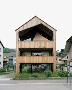 The new house in the old center of Riggisberg, a small town in Switzerland, is a home of our time. Still, it takes up many elements of its surroundings and fits in quite naturally. The timber construction was built to meet highest energy-efficient buil...
