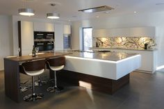 ALNO kitchen with custom glass splashback Alno Kitchen, Stylish Kitchen, Custom Glass, Splashback, Luxury Kitchens, Table, Furniture, Home Decor, Decoration Home