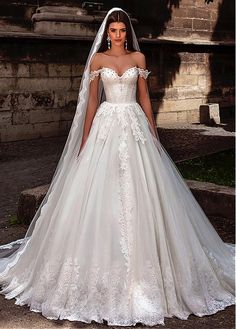 Graceful Tulle Off-the-Shoulder Neckline Ball Gown Wedding Dresses With Lace Appliques