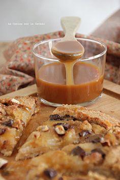 Galette rustique aux poires & à la crème de noisette, sauce caramel de poires