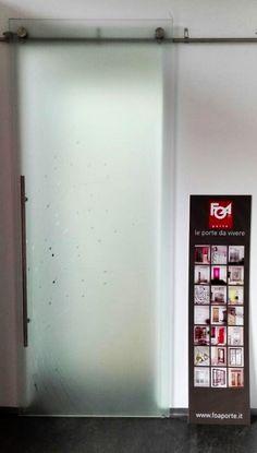 Porta scorrevole della FOA , modello LIGHT: tutto vetro, color ...