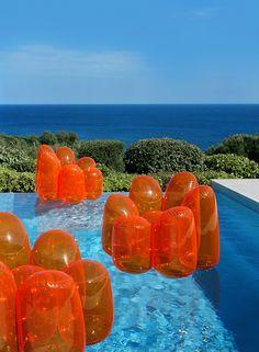 Des fauteuils flotteurs ou des gélatines géantes ?! :) Air Flower - © Philippe Garcia