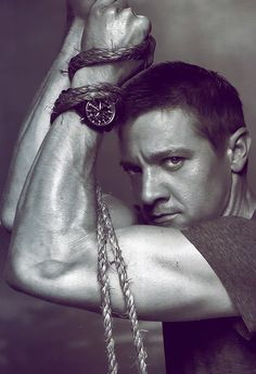 Jeremy Renner...Sweet Lord! A girl needs a cold shower just looking!
