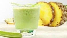Poderosa bebida natural para limpar o intestino, diminuir o colesterol e perder peso! Celery Smoothie, Celery Juice, Juice Smoothie, Smoothie Detox, Fruit Juice, Pineapple Juice, Weight Loss Smoothies, Healthy Smoothies, Healthy Drinks