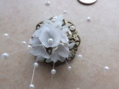 Brooch White Flowers £8.50