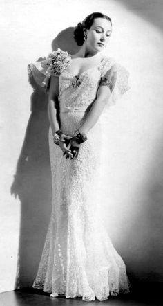 Toda la gracia y elegancia de la gran intérprete de cine Dolores Del Río.