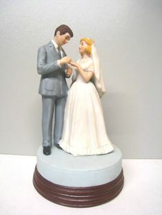 Bride and Groom wedding music box collectible. 1986 Museum Collections, Inc.
