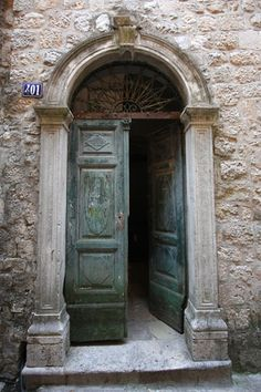 Google Image Result for http://www.traveladventures.org/continents/europe/images/kotor-old-town08.jpg