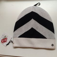 Lululemon Snow Amazing Toque Sherpa Hat Very warm, cozy winter hat. Perfect for cold, snowy days. lululemon athletica Accessories Hats