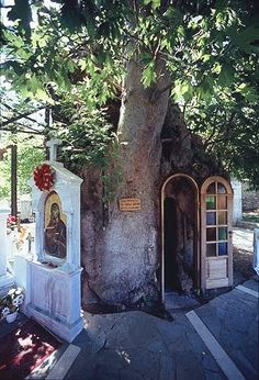 Natural Shrine in Greece Mykonos, Santorini, Saint Chapelle, To Infinity And Beyond, Place Of Worship, Kirchen, Greek Islands, Greece Travel, Statues