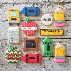 "136 Me gusta, 15 comentarios - Jeanette Johnson (@jjsweettreats) en Instagram: ""Back to school cookies! ✏️ #customcookies #decoratedcookies #decoratedsugarcookies…"""