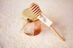 honey wand place cards and honey jar favors.