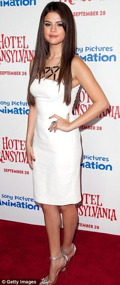 Selena Gomez showed off her curves in a figure hugging dress and shiny heels on the red carpet. #Selena_Gomez #heels
