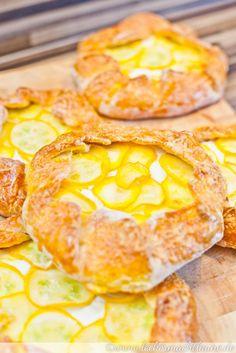 Mini-Galettes mit Zucchini und dreierlei Käse | lecker macht laune
