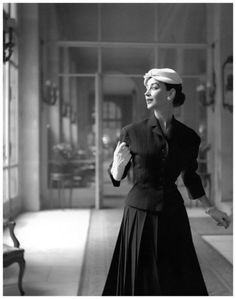 Dorian Leigh in an alpaca wool suit by Jacques Fath. Photo: Georges Dambier for ELLE, March 1, 1954.