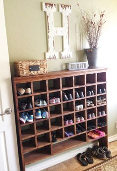 49 Exciting Shoe Storage And Organization Ideas Seek out the shelves which will easily permit you to pour drinks. If you get a small room it is simple to dedicate a single wall a bookshelf or cloth shelf. There are many kinds of shelves out ther… Shoe Storage Design, Diy Shoe Storage, Hat Storage, Diy Shoe Rack, Storage Ideas, Shoe Racks, Creative Storage, Hidden Storage, Garage Storage