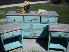 "Repainting + Distressing = I ♥ this Turquoise ""Shabby Chic"" bedroom set! I would do it a bit differently but I like the idea behind it and the color Old Furniture, Distressed Furniture, Refurbished Furniture, Repurposed Furniture, Furniture Projects, Furniture Makeover, Vintage Furniture, Painted Furniture, Furniture Refinishing"