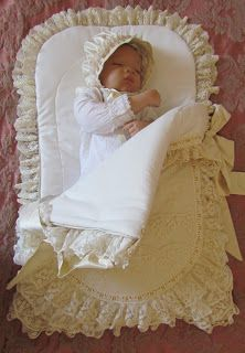 Diy Crafts - We can never get enough of cream and beige. I had to fill up the corners of this baby pouch. The request was to make the Baby Set, Baby Bassinet, Sleeping Bag, Baby Sewing, Baby Accessories, Beautiful Bags, Kids And Parenting, Baby Quilts, Baby Dress
