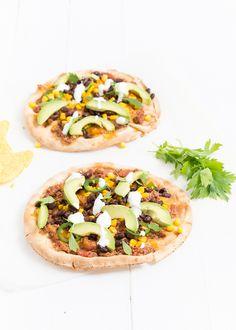 Dit is lekker, Mexicaanse tostada's. Een soort simpele Mexicaanse pizza van flatbread.