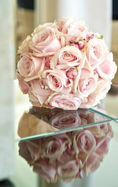 Sweet bridal bouquet with Sweet Avalanche byMeijer Rosesmade byTraverso Fleuriste Marco Traverso!