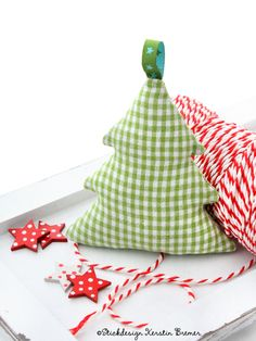 Tannenbaum ITH Stickdatei von KerstinBremer.de. Christmas tree ith embroidery file for embroidery machines.