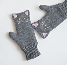 Ravelry: Kitten Mittens pattern by Cindy Pilon Kitten Mittens, Baby Mittens, Crochet Mittens, Mittens Pattern, Fingerless Mittens, Knitted Gloves, Knit Crochet, Crochet Granny, Loom Knitting Patterns