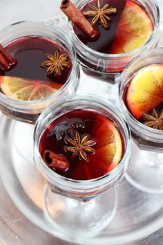 Healthy holiday cocktails and cocktail dresses - Pomegranate Orange Mulled Wine and adorable dresses from Ted Baker to go with it! Christmas Cocktails, Holiday Cocktails, Sin Gluten, Yummy Drinks, Healthy Drinks, Smoothies, Non Alcoholic Wine, Winter Drinks, Recipes