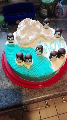 Kinderpingui Torte Kinderpingui Torte 2 The post Kinderpingui Torte appeared first on Kuchen Rezepte. Bolo Original, Cookie Recipes, Dessert Recipes, All Vitamins, Penguin Cakes, Cake & Co, Torte Cake, Different Vegetables, Food Humor