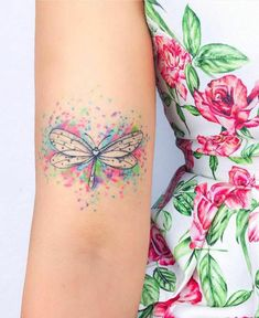 1001 watercolor tattoo ideas for men and women- 1001 ideas de tatuajes acuarela para hombres y mujeres 1001 watercolor tattoo ideas for men and women - Dainty Tattoos, Mom Tattoos, Sexy Tattoos, Body Art Tattoos, Tatoos, Tattoo Designs, Tattoo Ideas, Dragonfly Tattoo, Arm Tattoos For Women