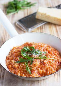 Tomato Risotto with Arugula. Easy delicious and incredibly comforting: Tomato Risotto with Arugula. Greek Recipes, Wine Recipes, Italian Recipes, Cooking Recipes, Risotto Dishes, Risotto Recipes, Risotto Rice, Tomato Risotto, Mushroom Risotto