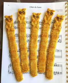 Free Knitting Pattern for Owl Bookmark -Easy quick book mark with a cable owl in bulky yarn. Designed by Sarah Alderson. Pictured project by skazyla