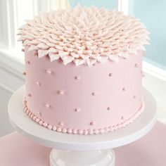 Your guests will be tickled ?peach? when you serve this sweet-looking cake! The top of the cake is decorated in overlapping piped leaves, which gives it a fun look perfect for birthdays, anniversaries or Mother?s Day.