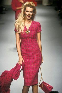Claudia walked for chanel fashion, high fashion, runway fashion, chanel dress Claudia Schiffer, 90s Fashion, Runway Fashion, High Fashion, Fashion Outfits, Guy, Salvatore Ferragamo, Style Année 90, 1990s Supermodels