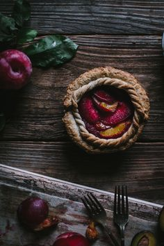 A delicious plum and pluot pie for one! Made with some beautiful plums from my parents house as well as some local pluots! What a treat. Tart Recipes, Best Dessert Recipes, Sweets Recipes, Fun Desserts, Delicious Desserts, Lunch Recipes, Dinner Recipes, Breakfast Desayunos, Breakfast Recipes