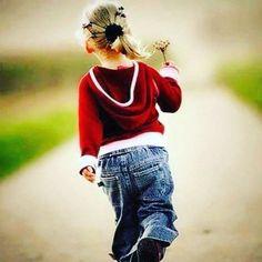 Se você que ser feliz mande embora seu 'severo juiz' ouça seu coração. Valorize o que sente e seja uma pessoa verdadeira. Assuma seus sentimentos. Só diga sim depois de sentir o que realmente quer. Não tenha receio de dizer não. Deixe de contar seus problemas aos outros e perguntar o que deve fazer. Confie em seus critérios. Você pode! Experimente. (Zibia Gasparetto)  Via @espiritismokardecista  #Maecomfilhos #momlife #momblogger #oração #deusnocomando #bomdia