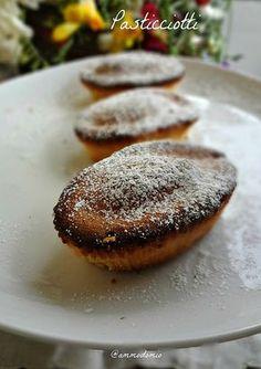 Chi è stato in Salento almeno una volta non può non aver fatto la prima colazione con un Pasticciotto leccese. Tipico dolcetto composto ...