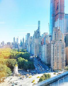New York City where Central Park meets the city. // Istun tämän viikon toimistossa luonnon ja kaupungin kohtauspaikassa. Central Parkin laitaman pilvenpiirtäjät ovat erityisen komeita koska ne tuntuvat nousevan tyhjästä.  #nyc #iloveny #ilovenyc #newyork #manhattan #centralpark #keskuspuisto #travel #matkalla #reissu (via Instagram)