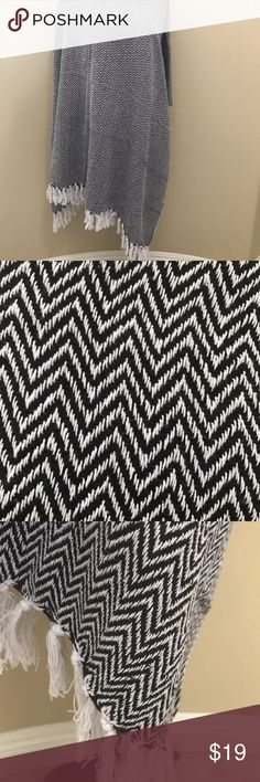 Cotton Southwest Chevron Hand-Woven Throw Blanket Hand-Woven 100%Cotton Throw – Black & White – Reversible with Tassels - Home Décor Furnishings Made from pure cotton, this cozy throw will prove a favorite couch or bed companion during chilly evenings! Layer up this piece on the top of the bed, for adding subtle pattern detail to your setting or toss it on a lounge chair that beckons you to curl up!  Origin: India  Completed with lavish tassels on both ends; its reversible. Dimensions…