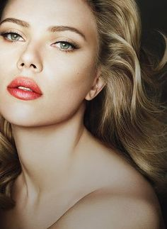 natural cat eye: dark shadow concentrated on outer corner bottom lid, spread to top half upper lid. thin black cat eye eyeliner, lashes longer at outer corners. rounded eyebrows, shimmery pink red lips