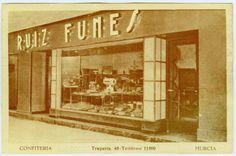 Visor Archivo General Región de Murcia. FOT_POS,06/029 / Fotografía de la fachada de la confitería Ruiz Funes, en Trapería. c.1920
