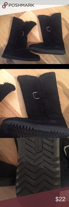 Women's black boots EUC Pull on ease, poly liner. Buckle detail.  Great with leggings! Xhilaration Shoes