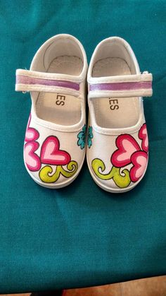 Painted Canvas Shoes, Custom Painted Shoes, Painted Sneakers, Hand Painted Shoes, Diy Fashion, Fashion Shoes, Pageant Shoes, Tie Dye Crafts, Old Shoes