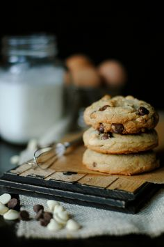 Soft and Chewy Chocolate Chip Cookies - How To: Simplify Milk Chocolate Chip Cookies, Milk Cookies, Cookies Et Biscuits, Yummy Cookies, Cupcakes, Choco Chips, Cookie Recipes, Milk Recipes, The Best