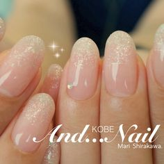 The advantage of the gel is that it allows you to enjoy your French manicure for a long time. There are four different ways to make a French manicure on gel nails. Bride Nails, Prom Nails, Wedding Nails, French Tip Nail Designs, Nail Art Designs, Fancy Nails, Love Nails, Office Nails, Essie Nail Colors