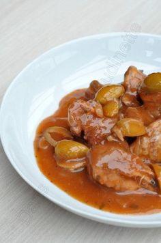 A défaut de défaillir sous la chaleur ambiante, on se réchauffe en cuisine en allant chercher le soleil dans l'assiette. Pour aller virtuellement en Corse, j'ai suivi cette recette-là, qui est un grand classique corse. On l'appelle aussi le veau aux olives....