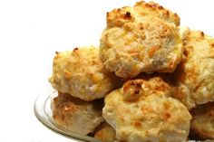 Easy Cheddar & Garlic Biscuits #Recipe. Great way to dress up boxed biscuit mix!