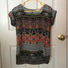 Patterned Short Sleeve Shirt Really cute multi-colored shirt that can be layered and worn for many different occasions! Pink Rose Tops Blouses